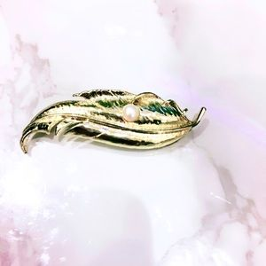 Gold Tone Leaf Faux Pearl Pin Brooch